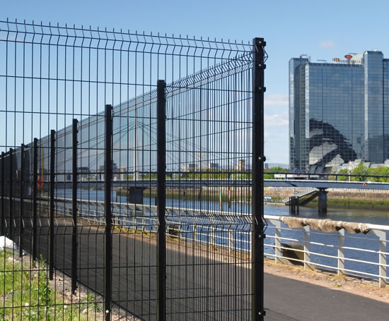 Heras_UK_Fencing_Systems_Triton_profiled_welded_mesh_panel_fence_41